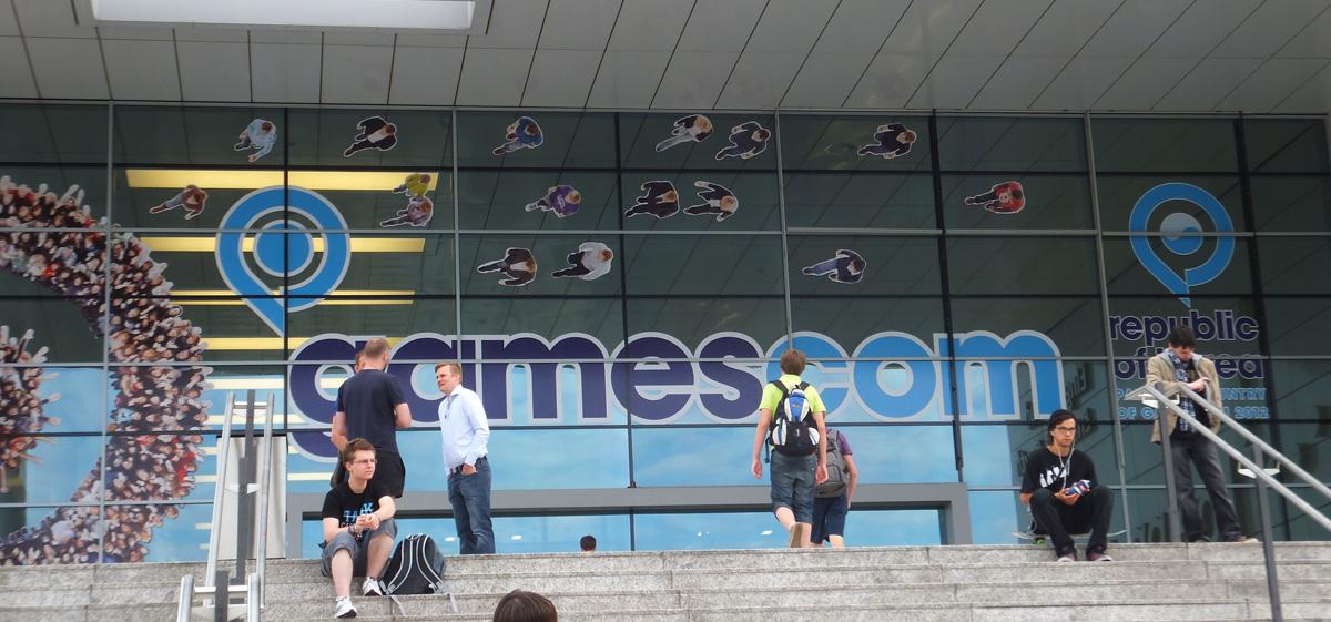 Gamescom et son entrée qui cache une file d'attente assez grande